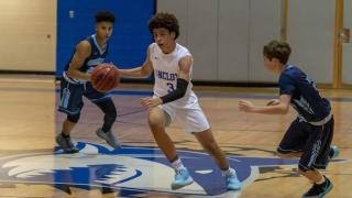 2023's Xavier Finney brings a smooth skill set to the hardwood